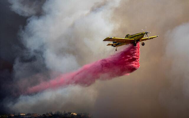 Firefighting planes battle a blaze near Beit Meir outside of Jerusalem, on  August 15, 2021. (Yonatan Sindel/Flash90)