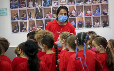 Israeli children on the first day of the new academic year, at the Pola school in Jerusalem, September 1, 2021. (Yossi Zamir/Flash90)