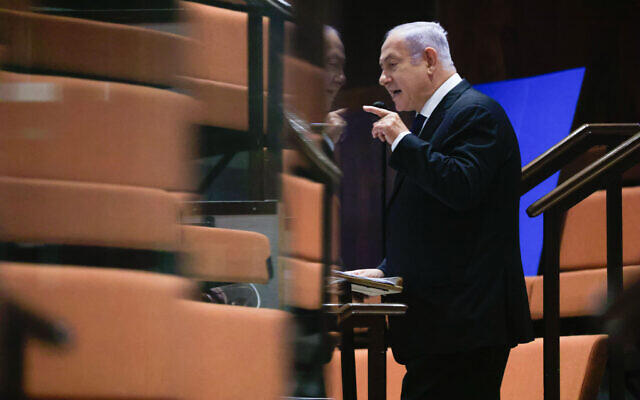 Opposition leader MK Benjamin Netanyahu addresses the Knesset from a special COVID-19 quarantine area in the guest gallery during a plenum session on the state budget, September 2, 2021. (Olivier Fitoussi/Flash90)