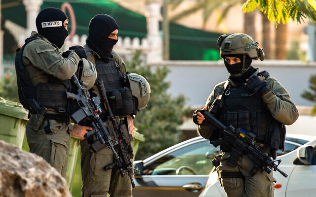 Israeli police border special ops seen in the Nau'ra village as they search for the six Palestinian fugitives who escaped from a high security prison in northern Israel. September 7, 2021. (Flash90)