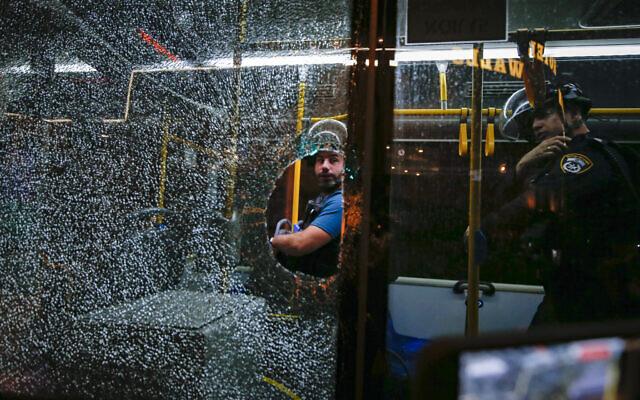 Hundreds of riots in West Bank, East Jerusalem after jailbreak;  IDF extends closure