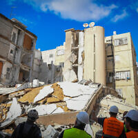 The scene of a collapsed apartment building in Holon, on September 12, 2021. (Flash90)