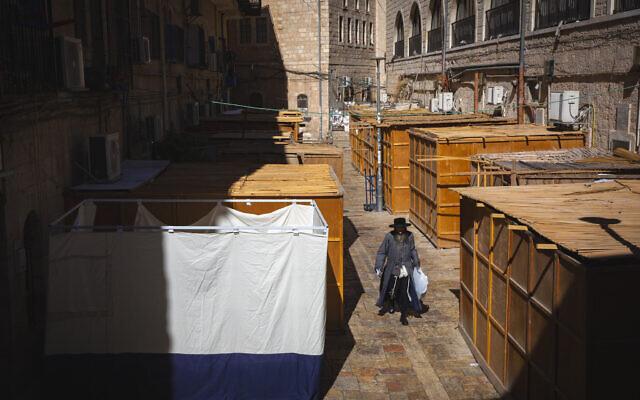 Sukkah in the ultra-Orthodox neighborhood of Mea Shearim in Jerusalem on September 19, 2021 (Olivier Fitoussi/Flash90)