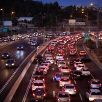 A traffic jam seen due to temporary roadblocks set up by police at the entrance to Jerusalem, following a car ramming in northern Israel earlier in the day, on September 21, 2021. (Olivier Fitoussi/Flash90)