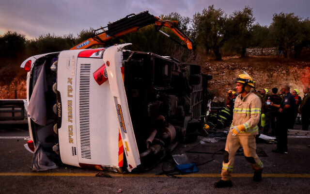 The scene of a serious accident between a bus and two cars on Route 89 in the northern Galilee, September 29, 2021. (David Cohen/Flash90)