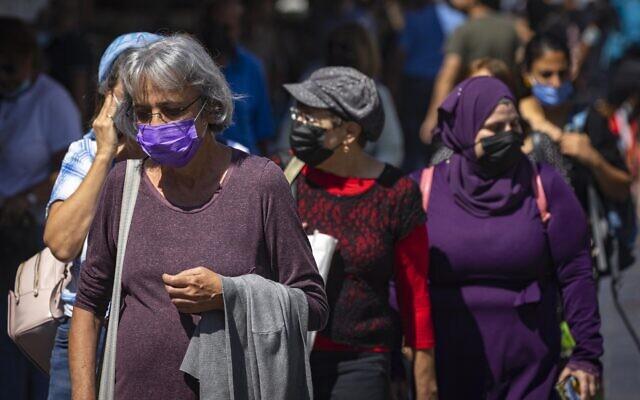 People wearing face masks shop at the Mahane Yehuda market in Jerusalem, on September 29, 2021. (Olivier Fitoussi/Flash90)