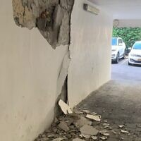 Cracks are seen in the side of an apartment building in Holon that was evacuated over fears it could collapse, September 11, 2021. (Fire and Rescue Services)