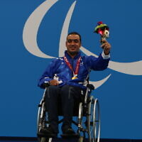 Israeli Paralympic swimmer Iyad Shalabi receives his second gold medal in Tokyo on September 2, 2021 (Keren Isaacson/IPC)