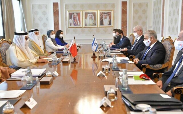 Foreign Minister Yair Lapid meets with his Bahraini counterpart Abdullatif Al Zayani in Manama, Bahrain, on September 30, 2021. (Shlomi Amsallem/GPO)