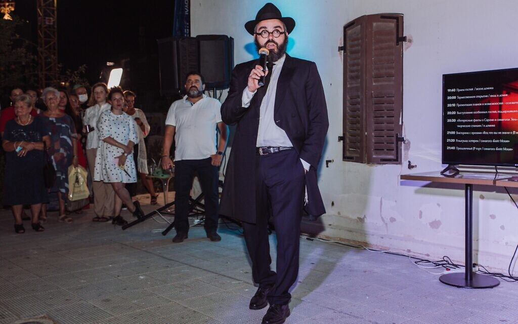 Rabbi Yosef Khersonsky addresses guests at the grand opening of the Jewish Point congregation's new synagogue building in Tel Aviv. (Courtesy)