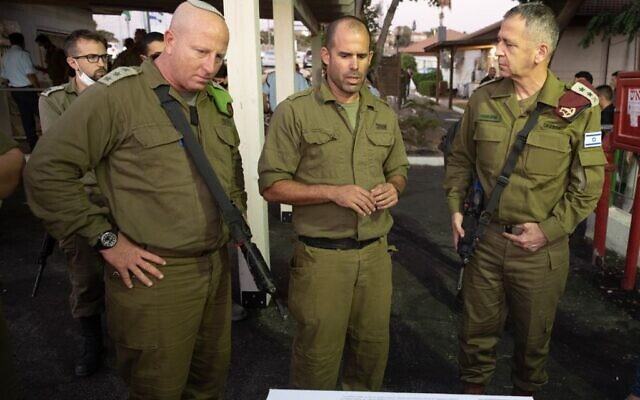 IDF Chief of Staff Aviv Kohavi (right) meets with IDF officers and other security forces involved in the search for six fugitives who broke out of prison in northern Israel, on September 11, 2021. (Israel Defense Forces)