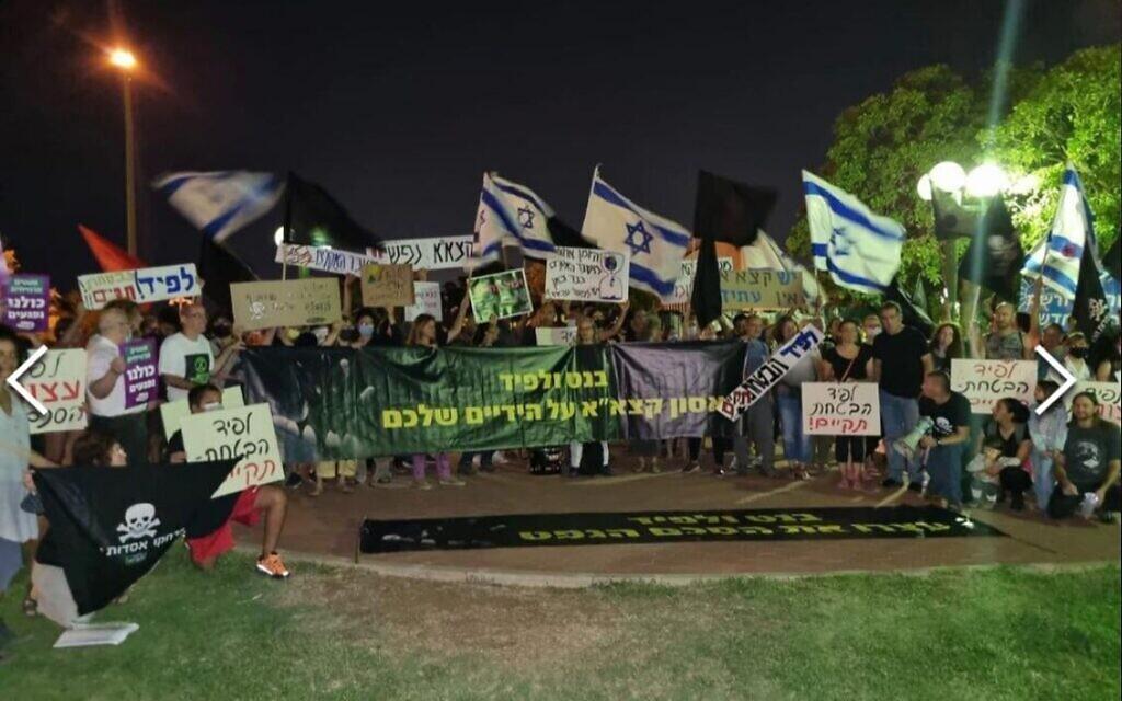 Israelis take to streets, bridges to protest secret UAE oil deal