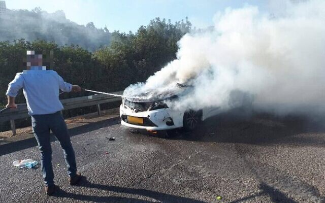 'Resh,' the man slated to take over as the head of the Shin Bet security service,helps a motorist put out a fire while on his way to a meeting vetting him for the post, October 8, 2021 (Channel 12 screenshot)