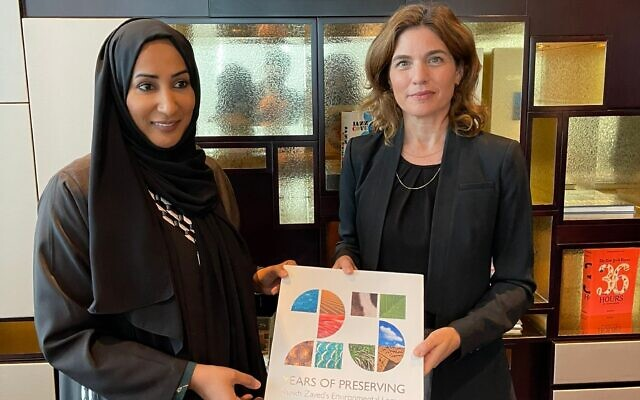 Environment Minister Tamar Zandberg meets with Dr. Shaikha Salem Al Dhaheri, secretary general of the Abu Dhabi Environment Agency, in Dubai on October 4, 2021. (Israeli Consulate in Dubai)