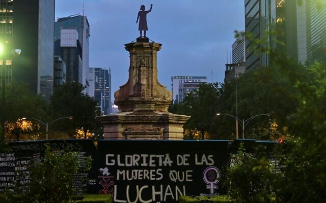 """View of a statue in honor of """"Women who fight"""" placed by feminist collectives at the roundabout of Paseo de la Reforma Avenue, from where the effigy of Christopher Columbus had been removed, in Mexico City, on October 7, 2021. (PEDRO PARDO / AFP)"""
