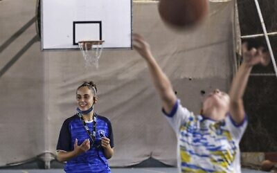 Palestinian referee Amira Ismail leads a basketball training session at Champions Academy in Gaza City on October 4, 2021 (MOHAMMED ABED / AFP)