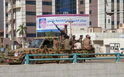 Sudanese security forces deploy in the capital Khartoum on October 25, 2021 (AFP)