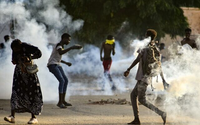Sudanese youths confront security forces amidst tear gas fired by them to disperse protesters in the capital Khartoum, on October 27, 2021. (AFP)