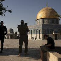 Illustrative: An Israeli police officer stands guard as a religious Jew in army uniform visits the Temple Mount, known to Muslims as the Noble Sanctuary, in the Old City of Jerusalem on August 3, 2021. (AP Photo/ Maya Alleruzzo, File)