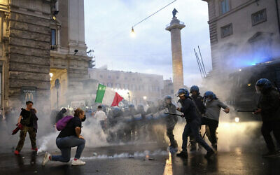 Demonstrators and police clash during a protest, in Rome, October 9, 2021. (Mauro Scrobogna/LaPresse via AP)
