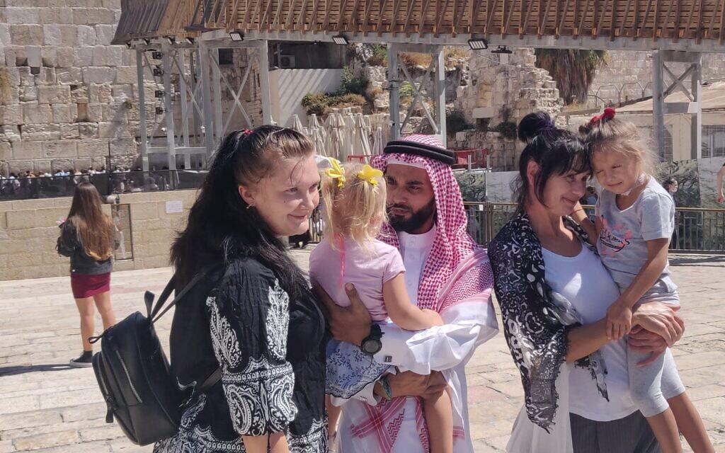 Bahraini activist Mohammed Al Shaer poses for a photo with Israelis at the Western Wall, October 6, 2021 (Sharaka)