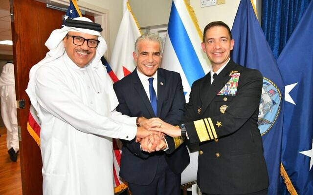 From left, Bahrain's Foreign Minister Abdullatif al Zayani, Foreign Minister Yair Lapid, and US Fifth Fleet commander Vice Admiral Brad Cooper aboard the USS Pearl Harbor, September 30, 2021 (Shlomi Amsalem, GPO)