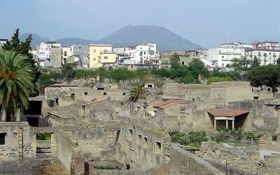 Ancient Herculaneum is seen on a backdrop of modern Ercolano and Vesuvius (CC BY-SA Qfl247/ Wikimedia Commons)
