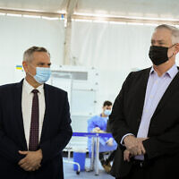 Defense Minister Benny Gantz (right) and Health Minister Nitzan Horowitz visit a COVID-19 testing facility at Ben Gurion Airport, on July 12, 2021. (Flash90)