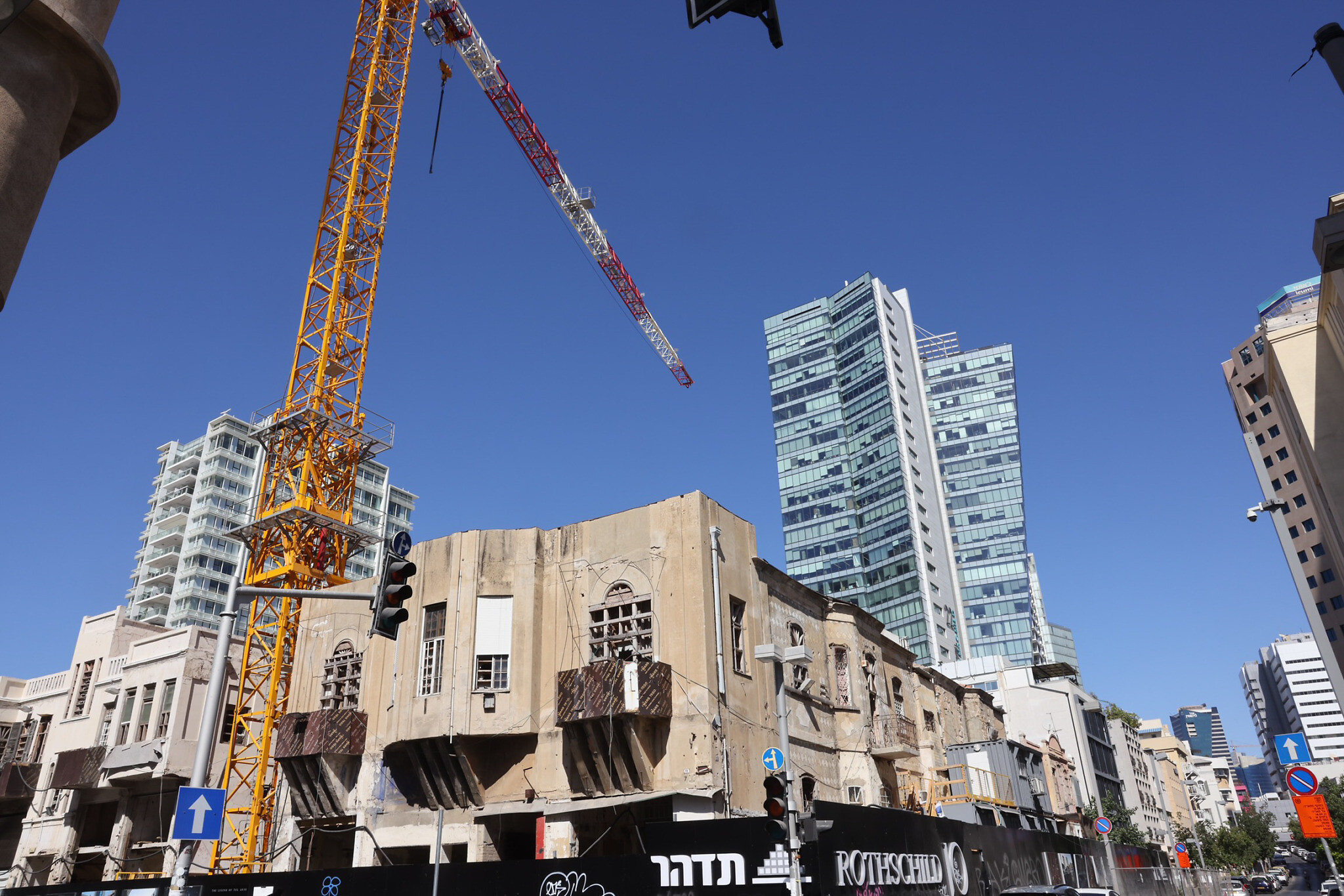 Old structures mix with luxury buildings around Rothschild Boulevard in Tel Aviv, September 8, 2021. (Nati Shohat/FLASH90)