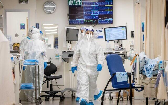 Illustrative: Shaare Zedek hospital staff wear safety gear as they work in a coronavirus ward, in Jerusalem on September 23, 2021. (Yonatan Sindel/Flash90)