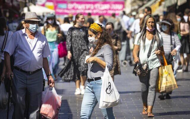 People shop at the Mahane Yehuda market in Jerusalem on September 29, 2021. (Olivier Fitoussi/Flash90)