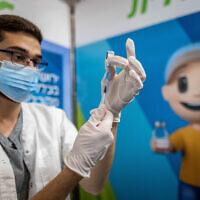 A health worker prepares a COVID-19 vaccine in Jerusalem, on October 3, 2021. (Yonatan Sindel/Flash90)