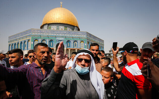 Palestinians protest against an Israeli court's approval of 'quiet' Jewish prayer, at the Temple Mount, in Jerusalem's Old City, October 8, 2021. (Jamal Awad/Flash90)