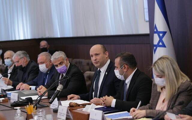 Prime Minister Naftali Bennett (third from right) and other ministers attend a cabinet meeting at the Prime Minister's Office in Jerusalem on October 17, 2021. (Alex Kolomoisky/POOL)