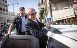 Head of opposition and Likud party MK Benjamin Netanyahu visits the Mahane Yehuda Market in Jerusalem, October 26, 2021. (Yonathan Sindel/Flash90)