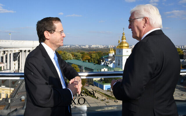 President Isaac Herzog (L) meets with his German counterpart in the Ukrainian capital Kyiv on October 6, 2021, ahead of the memorial ceremony to mark the Babi Yar massacre. (Haim Zach/GPO)