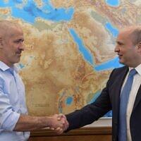 New Shin Bet chief Ronen Bar (L) with Prime Minister Naftali Bennett on October 11, 2021 (Kobi Gideon/GPO)