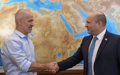 New Shin Bet chief Ronen Bar (L) with Prime Minister Naftali Bennett on October 11, 2021. (Kobi Gideon/GPO)