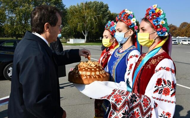 President Isaac Herzog is greeted at a  welcoming ceremony as he arrives in Ukraine for an official visit, October 5, 2021. (Haim Zach/GPO)