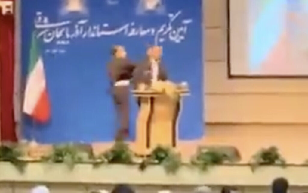 Image Iranian provincial governor slapped at inauguration in rare security breach
