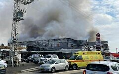A fire at the Z Center shopping mall in the central Israel town of Qalansawe, on October 16, 2021. (Fire and Rescue Services)