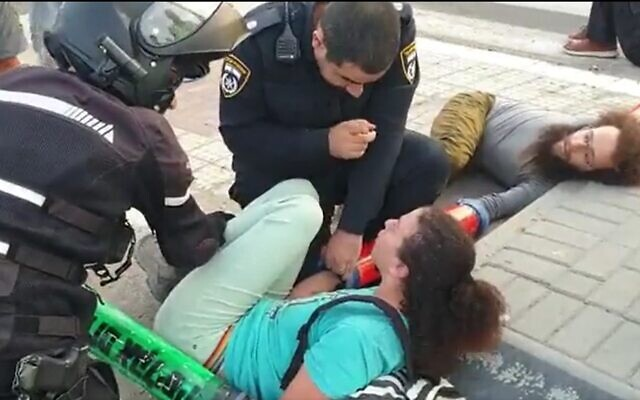 Police intervene in an Extinction Rebellion protest against the Europe Asia Pipeline Company's deal with an Israeli-United Arab Emirates consortium to channel Gulf crude through Israel, from the Red Sea to the Mediterranean Sea, Ashkelon, October 17, 2021. (Screenshot)