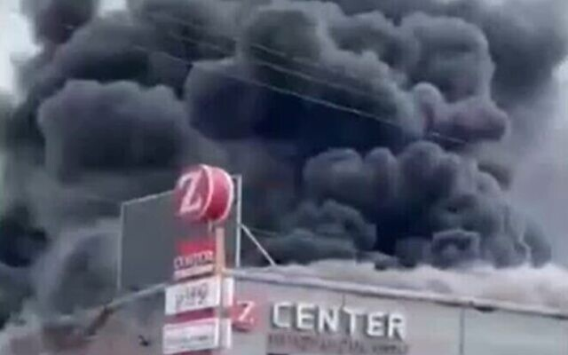 A fire at the Z Center shopping mall in the central Israel town of Qalansawe, October 16, 2021 (Screen grab/Twitter)