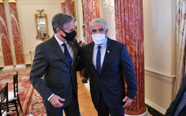 Foreign Minister Yair Lapid (R) meets with US Secretary of State Antony Blinken on October 13, 2021 (Shlomi Amsalem GPO)