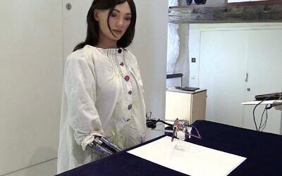 Robot artist Ai-Da. (Screenshot/YouTube)